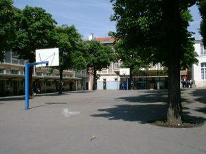 La cour coté lycée